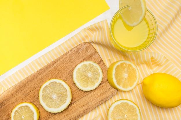 Close-up limoni e limonata Foto Gratuite