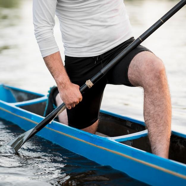 Close-up uomo in kayak Foto Gratuite