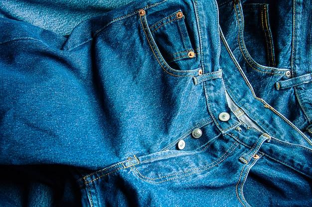 Closeup di jeans texture di sfondo, lotto di diverse blue jeans Foto Premium