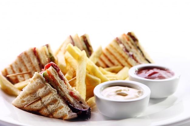 Club sandwich con carne e verde Foto Gratuite