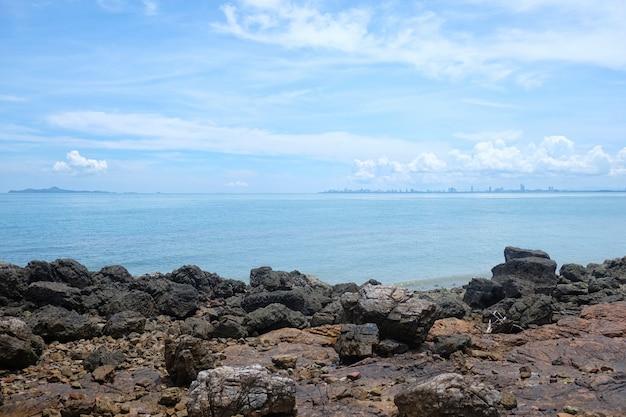 Coastal in provincia di chonburi tempo di giorno di attrazioni turistiche nella tailandia orientale. Foto Premium