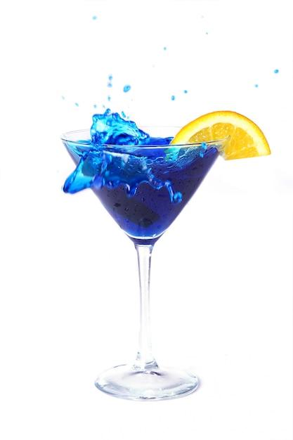 Cocktail blu con arancia Foto Gratuite