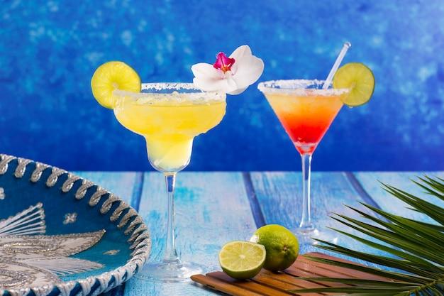 Cocktail margarita e sesso sulla spiaggia nel messico caraibico Foto Premium