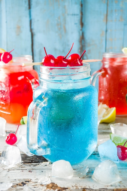 Cocktail tropicali estivi Foto Premium