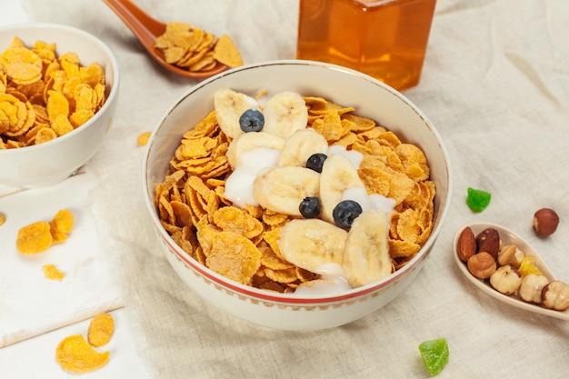 Colazione salutare con scaglie Foto Premium