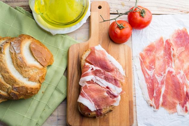 Colazione spagnola pane e marmellata Foto Premium