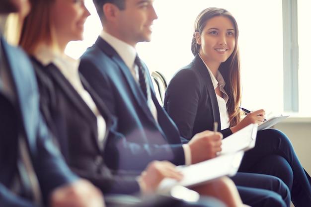 Collaboratori in un convegno Foto Gratuite