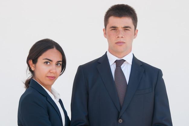 Colleghi di successo business colleghi in posa Foto Gratuite