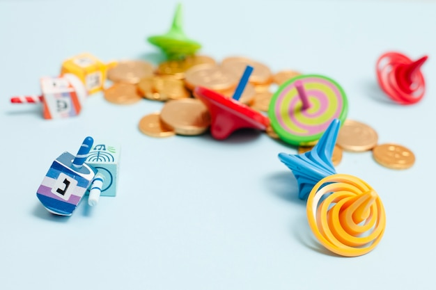 Collezione di hanukkah close-up di dreidel Foto Gratuite