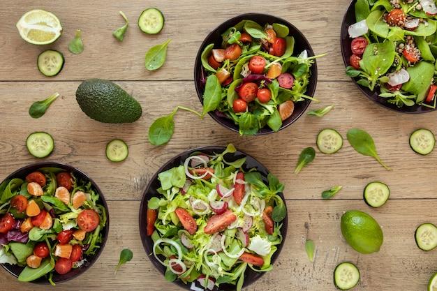 Collezione di piatto con insalata Foto Gratuite