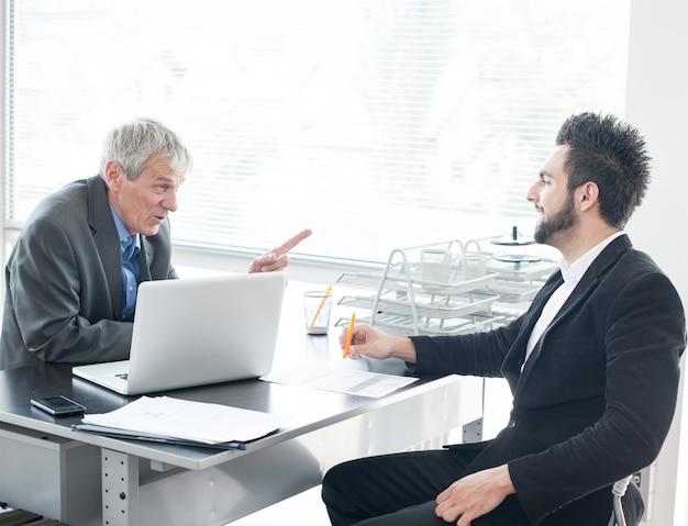 Colloquio di lavoro per nuovi uomini d'affari e dirigenti Foto Premium