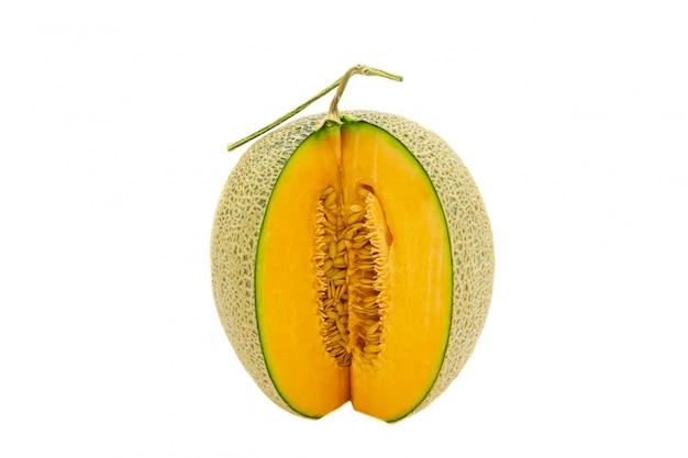 Colori brillanti del melone del primo piano che sono girati isolato su fondo bianco. Foto Premium