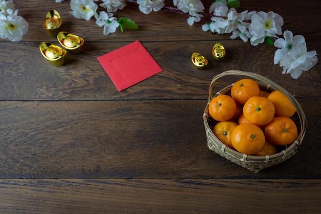 Colpo di immagine aerea di vista superiore della decorazione di disposizione nuovo anno cinese. Foto Premium