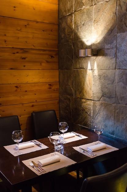 Colpo di interni del ristorante Foto Premium