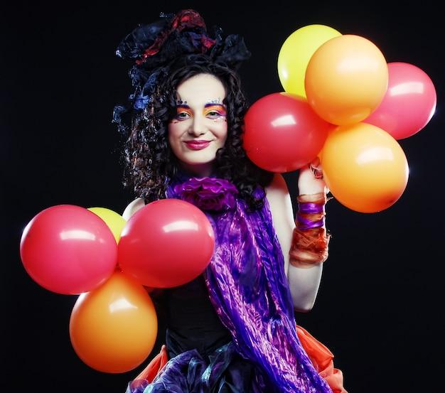 Colpo di moda di donna in stile bambola con palloncini. Foto Premium