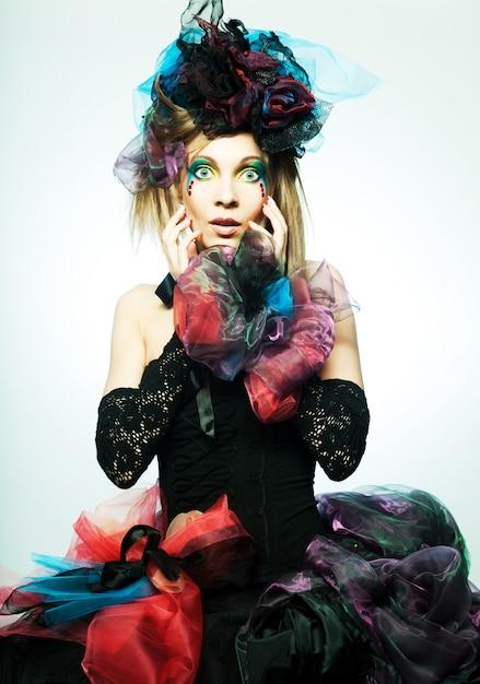 Colpo di moda di donna in stile bambola Foto Premium