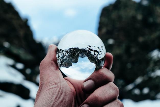 Colpo di montagna sfera di cristallo Foto Gratuite