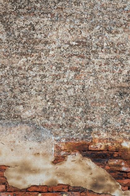 Combinazione di ghiaia e vecchio muro di mattoni Foto Gratuite