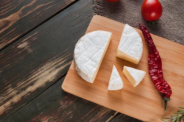 Composizione del formaggio camembert Foto Gratuite