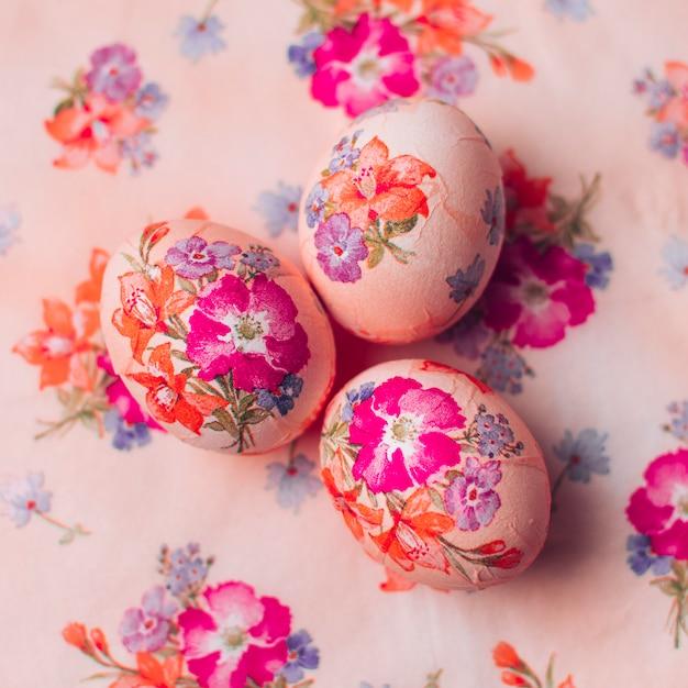 Composizione delle uova di pasqua disaccoppiate Foto Gratuite