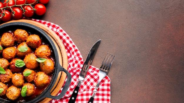 Composizione di cibo italiano piatto laici con copyspace Foto Gratuite