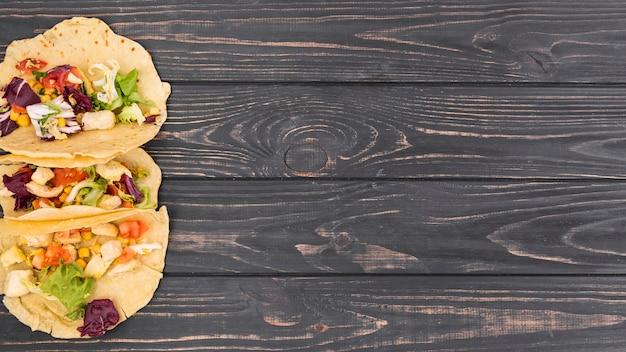 Composizione di cibo messicano piatto laici con copyspace Foto Gratuite