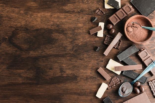 Composizione di cioccolato con copyspace Foto Gratuite