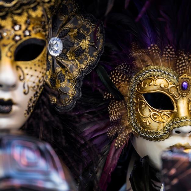Composizione elegante con maschera veneziana di carnevale Foto Gratuite