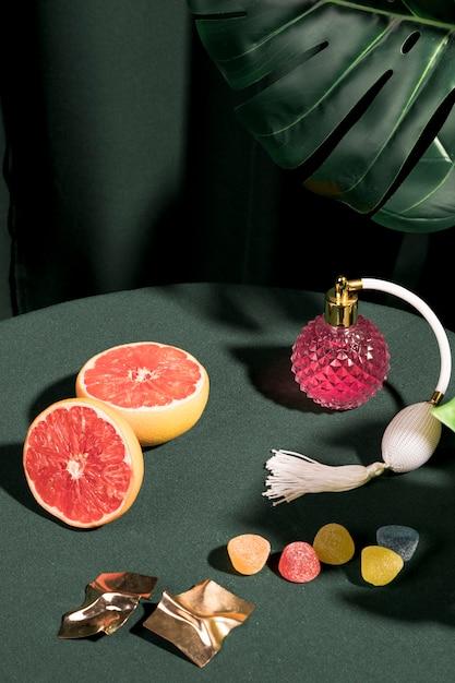 Composizione girly sul tavolo Foto Gratuite