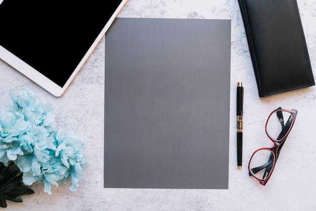 Composizione moderna scrivania Foto Gratuite