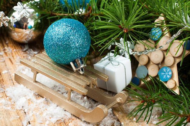 Composizione natalizia con slitta Foto Premium
