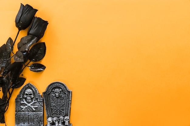 Composizione Per Halloween Con Rose Nere Scaricare Foto Gratis