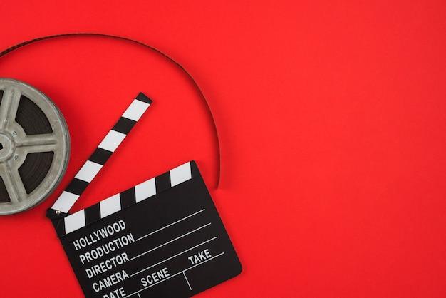 Composizione piatta degli oggetti del cinema Foto Gratuite