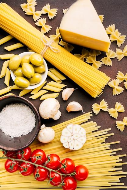 Composizione piatta laici di cibo italiano Foto Gratuite