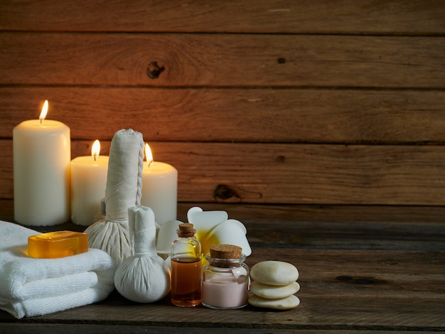 Composizione spa sulla parete di legno. Foto Premium