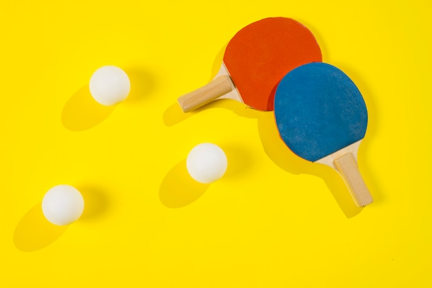Composizione sportiva moderna con elementi di ping pong Foto Gratuite