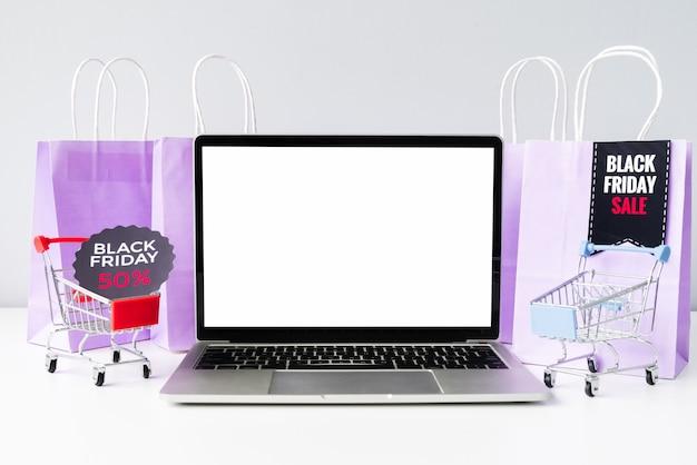 Computer portatile di vista frontale con i carrelli mock-up Foto Gratuite