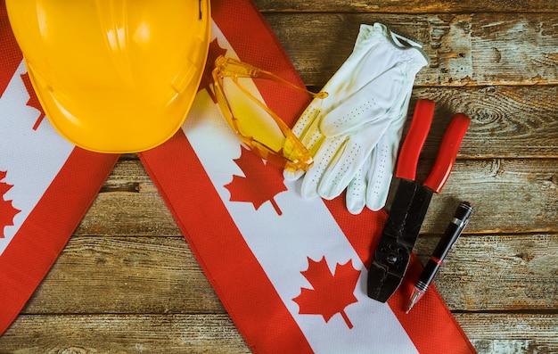 Concetto canadese di vista superiore di festa del lavoro della bandiera di lavoro e di occupazione Foto Premium