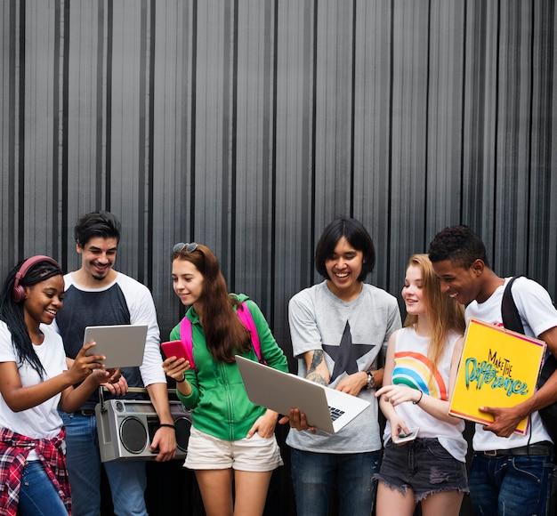 Concetto casuale di stile della gioventù della cultura di stile di vita degli adolescenti Foto Premium