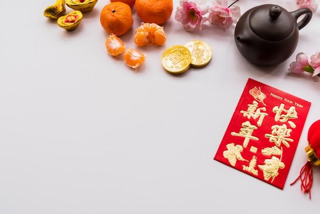 Concetto cinese del nuovo anno con la teiera Foto Gratuite