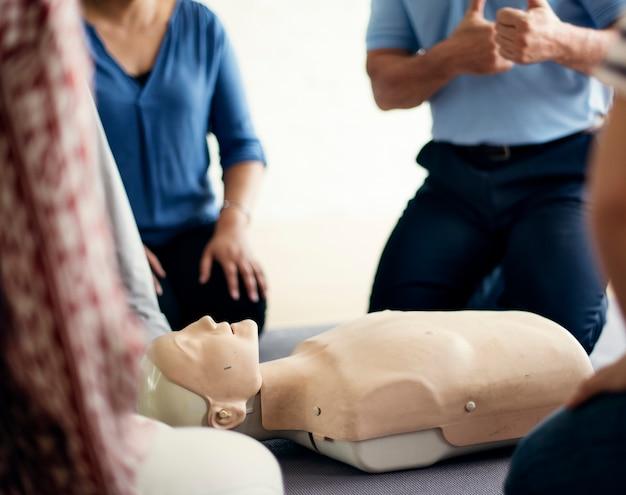 Concetto di addestramento al pronto soccorso cpr Foto Gratuite