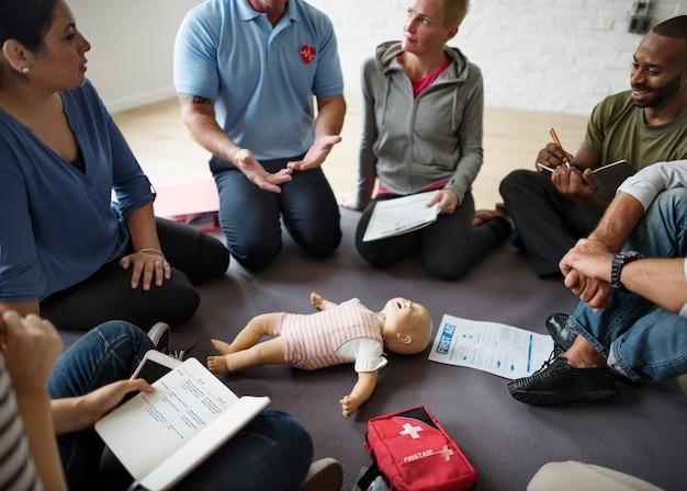 Concetto di addestramento al pronto soccorso cpr Foto Premium