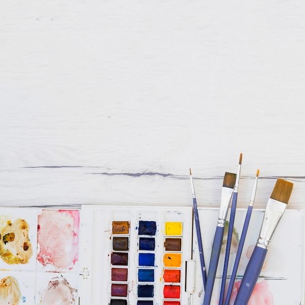 Concetto di artista moderno con elementi professionali Foto Gratuite