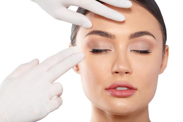 Concetto di bellezza di chirurgia plastica cosmetologia Foto Premium