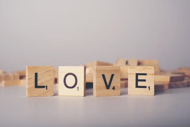 Concetto di carattere di piastrelle di legno amore scaricare