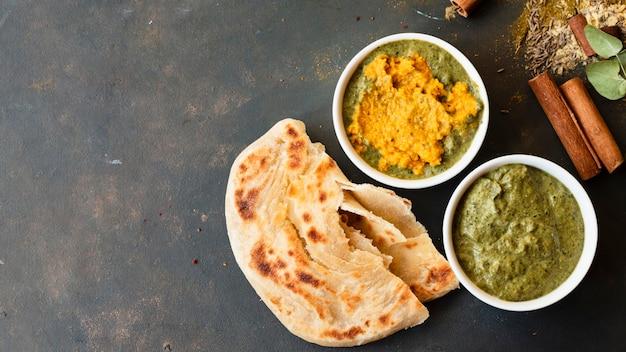 Concetto di cibo indiano con spazio di copia Foto Gratuite