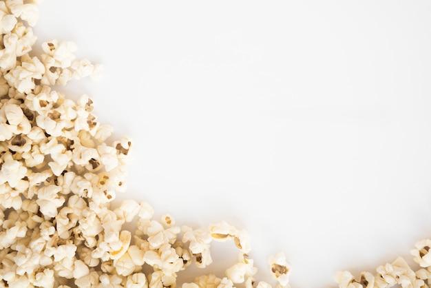 Concetto di cinema con sfondo di popcorn Foto Gratuite