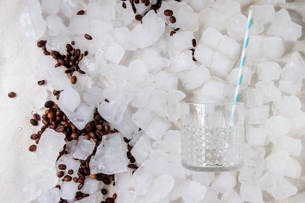 Concetto di cocktail making Foto Premium