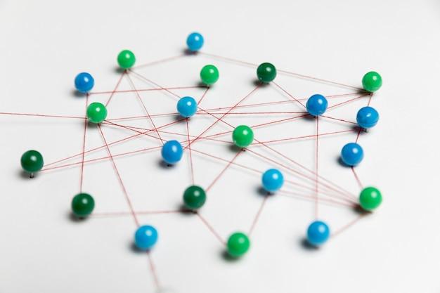 Concetto di comunicazione con perni verdi e blu Foto Gratuite