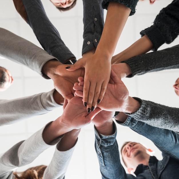 Concetto di comunità con le mani delle persone Foto Gratuite